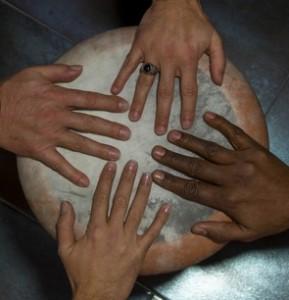 0 TRES CULTURAS manos